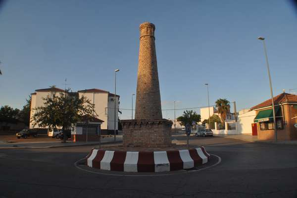 Chimneys celebrated on a roundabout in Peñarroya-Pueblonuevo